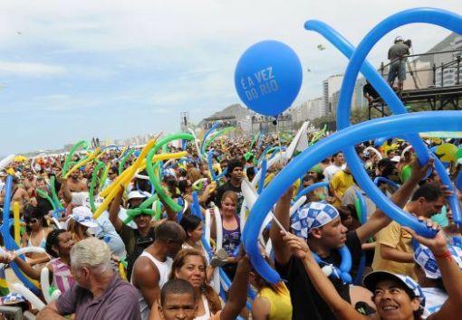 É A VEZ DO RIO. Muita gente BONITA na festa, só alegria.